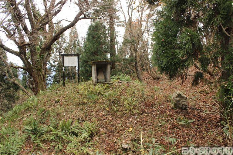 裸半兵衛の墓1