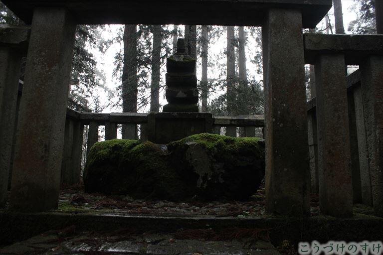平泉寺楠木正成の墓2