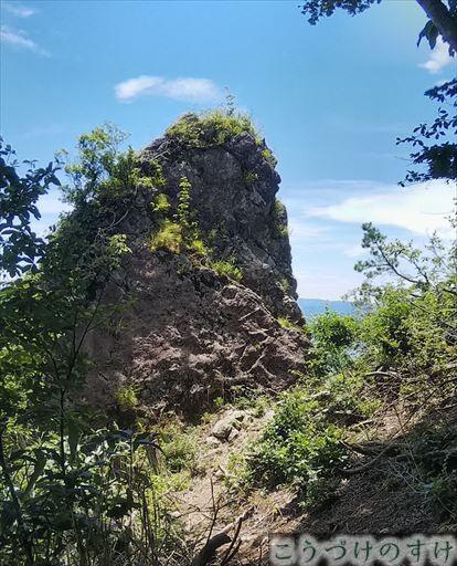 トンビ岩2